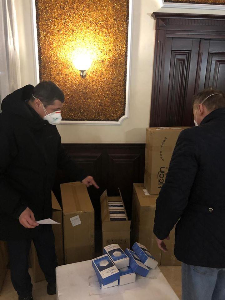 Рівненщина отримала тести та медичні засоби з Китаю