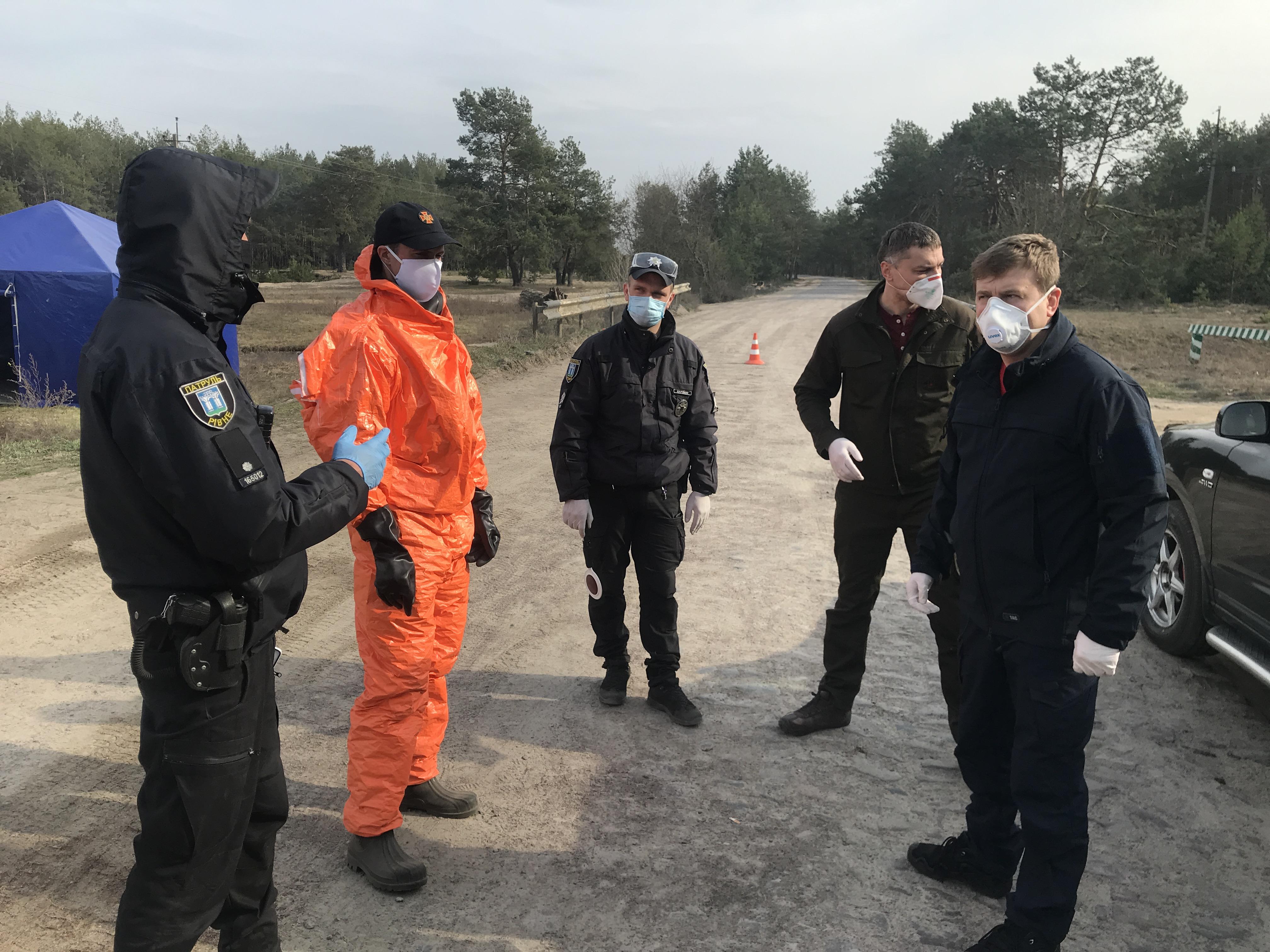 Віталій Коваль відвідав хворих на коронавірус пацієнтів Сарненської ЦРЛ та карантинний блок-пост в селі Тинне