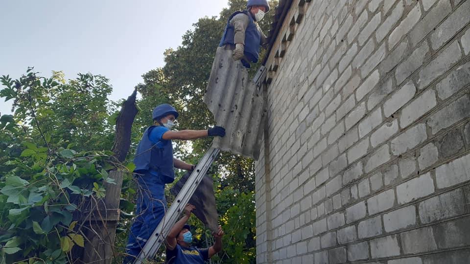 Більше пів сотні будинків допомогли відновити рівненські рятувальники на Донеччині (ФОТО), фото-5