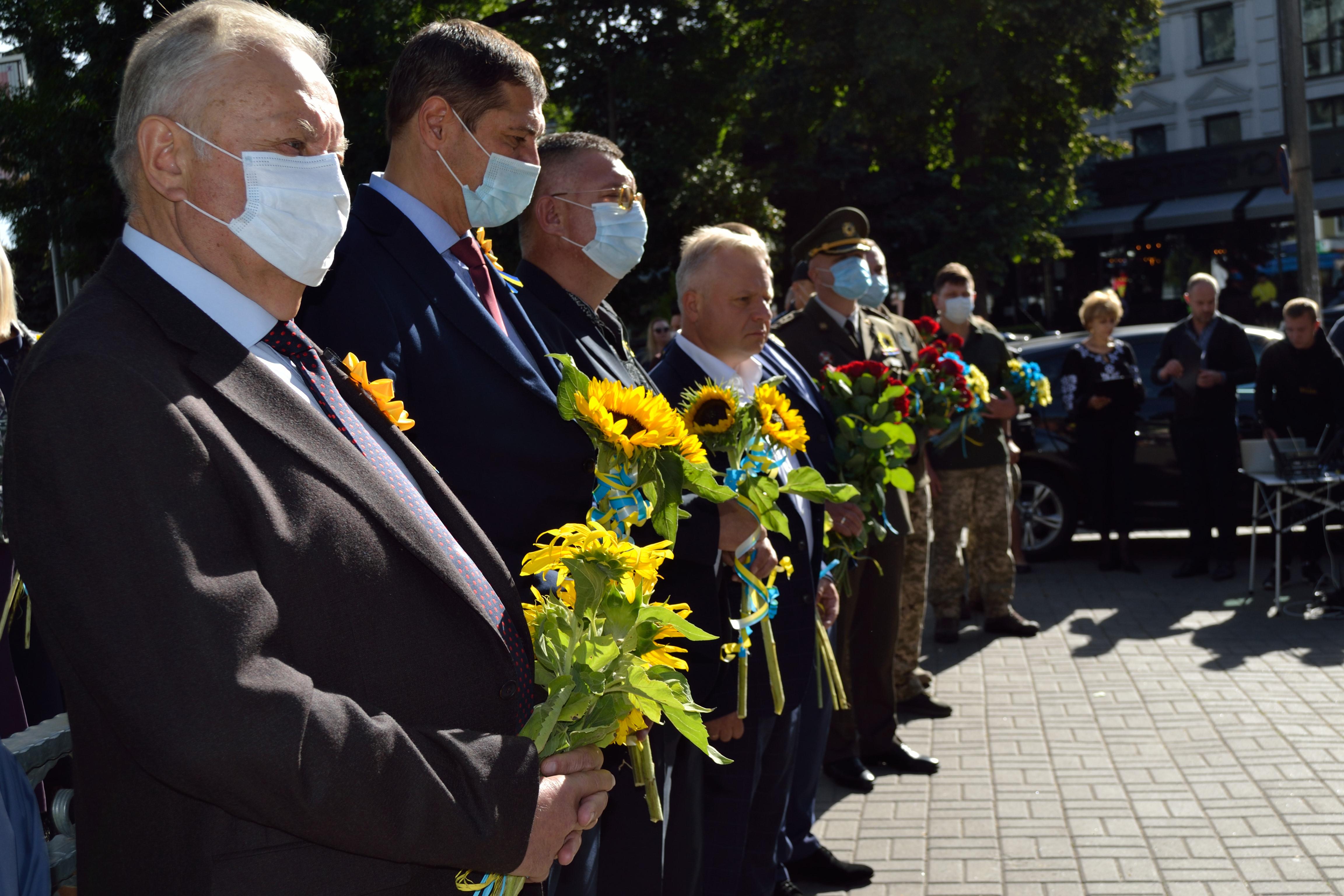 У річницю Іловайської трагедії на Рівненщині вшанували загиблих захисників (ФОТО), фото-1