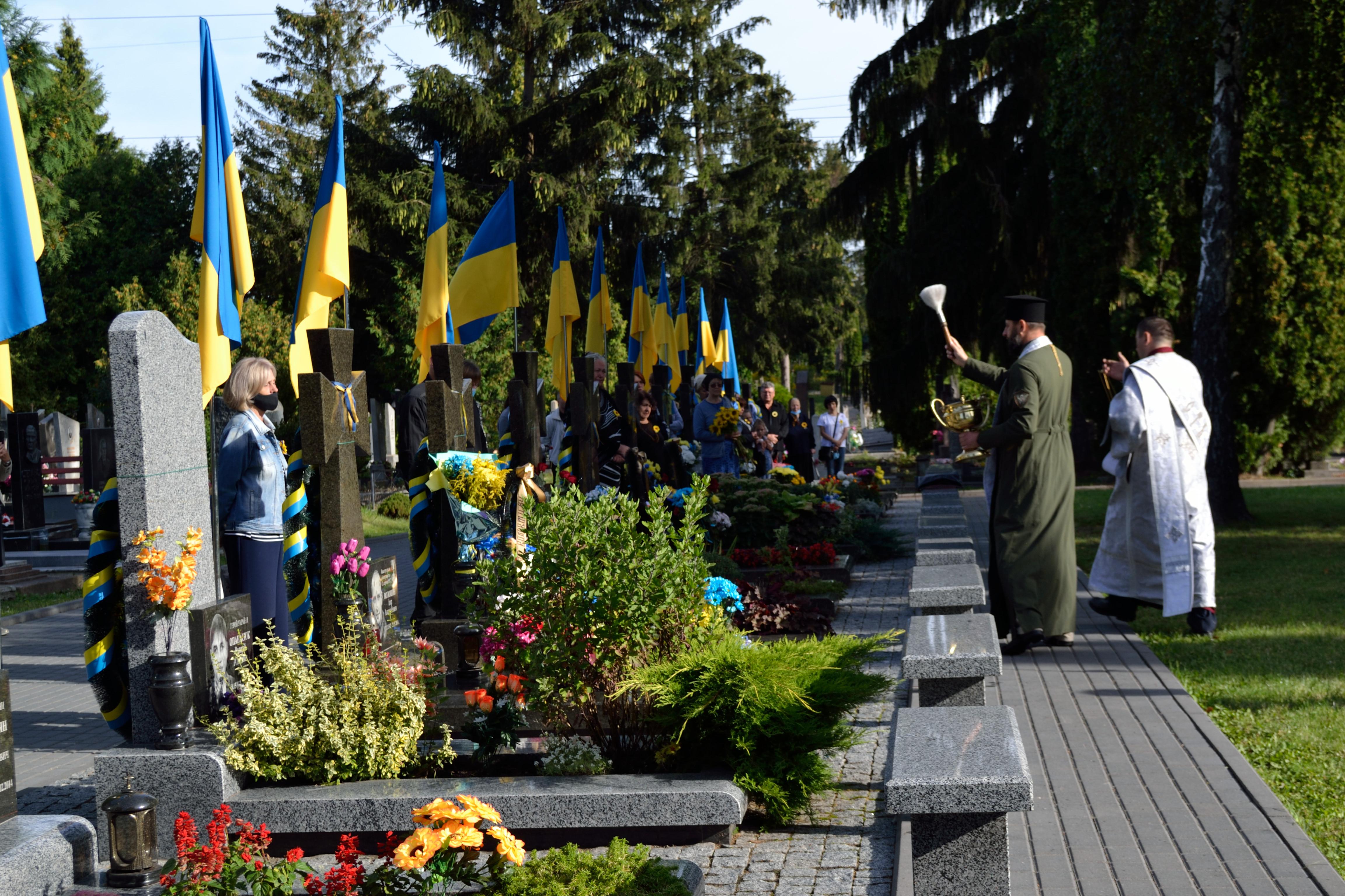 У річницю Іловайської трагедії на Рівненщині вшанували загиблих захисників (ФОТО), фото-4