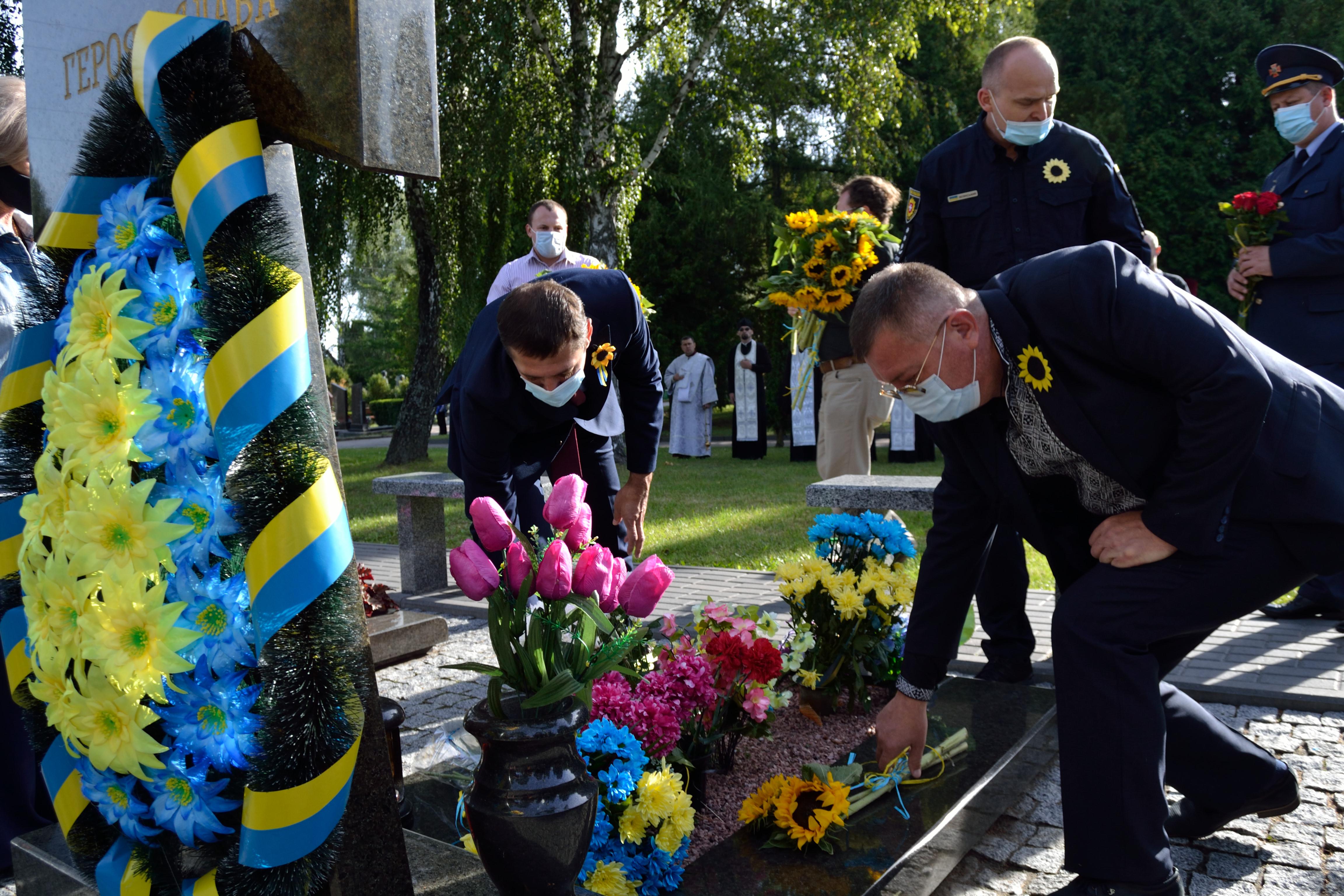 У річницю Іловайської трагедії на Рівненщині вшанували загиблих захисників (ФОТО), фото-5