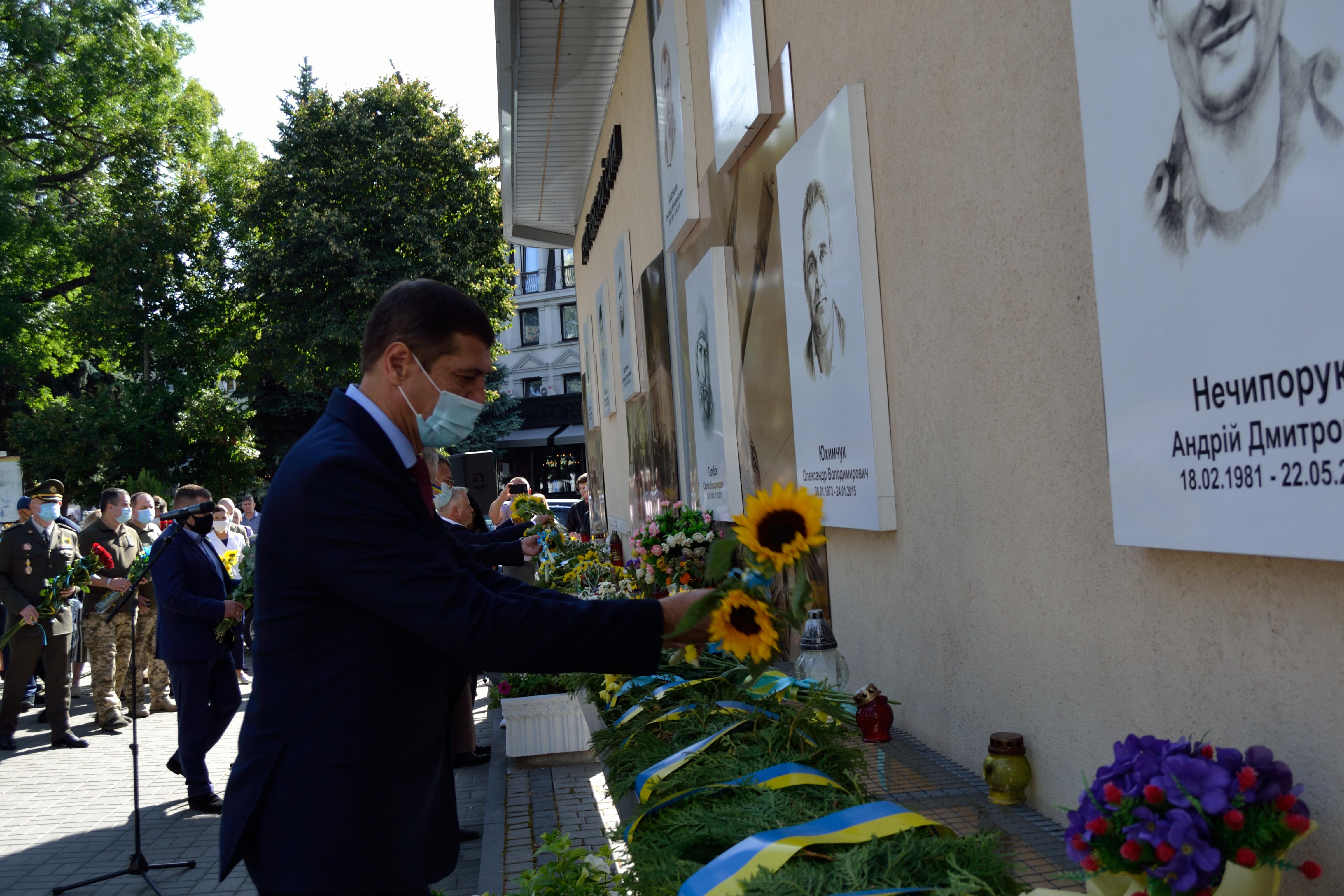 У річницю Іловайської трагедії на Рівненщині вшанували загиблих захисників (ФОТО), фото-13