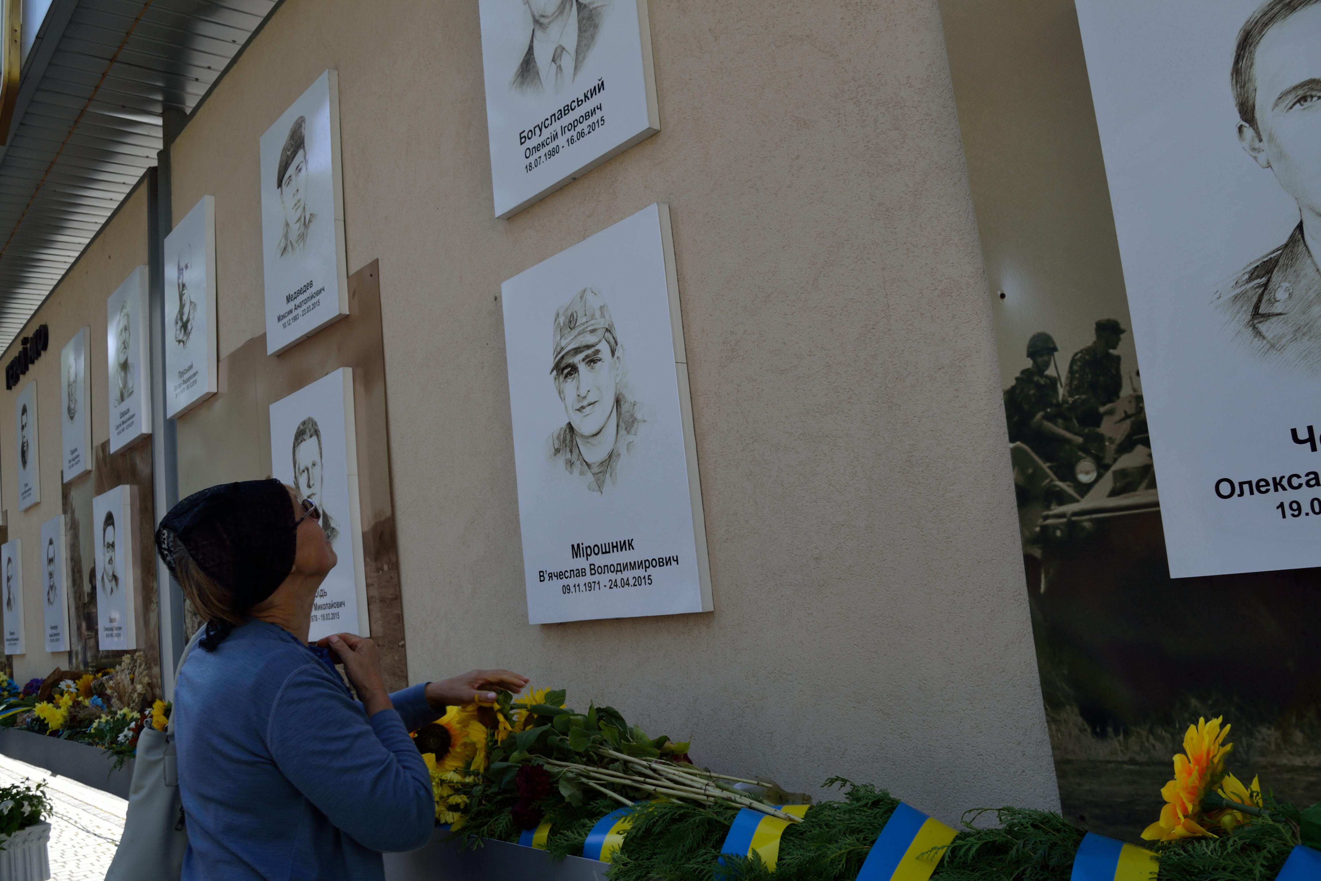 У річницю Іловайської трагедії на Рівненщині вшанували загиблих захисників (ФОТО), фото-14